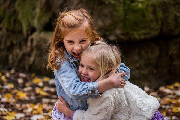 La signification et l'explication des deux petites filles dans le rêve